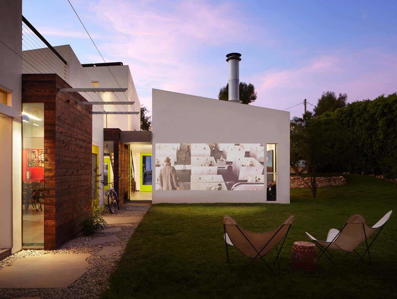 Dinding rumah sebagai layar // onekindesign.com