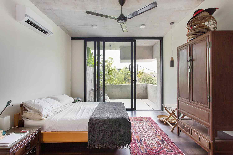 Dinding kaca di kamar tidur // archdaily.com