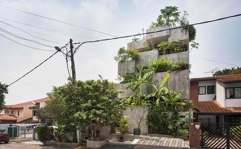 Desain Rumah Industrial Tropis yang Dipenuhi Kesegaran Tanaman Hijau | Foto artikel Arsitag