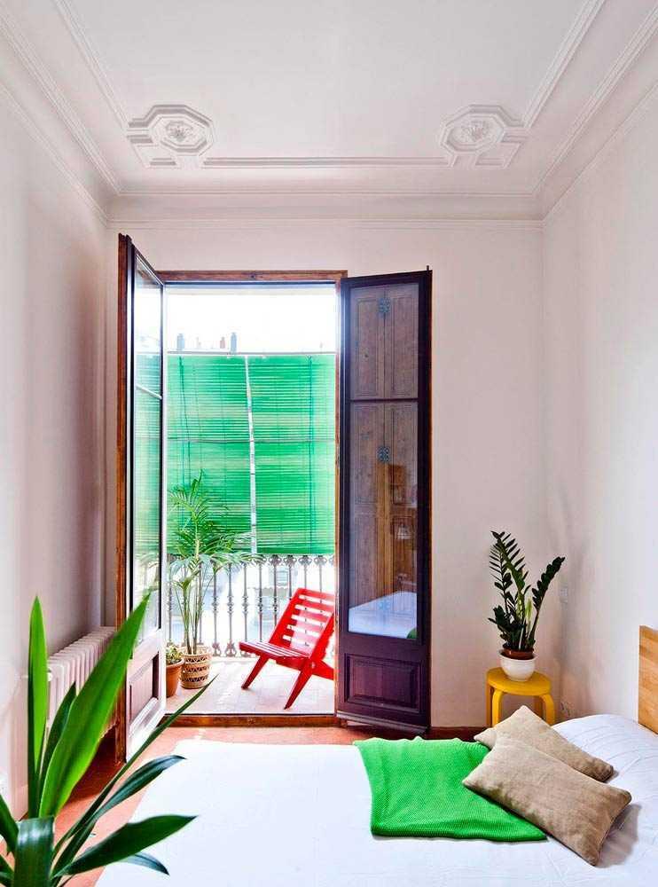 Desain kamar tidur apartemen karya Anna & Eugeni Bach via Archdaily.com