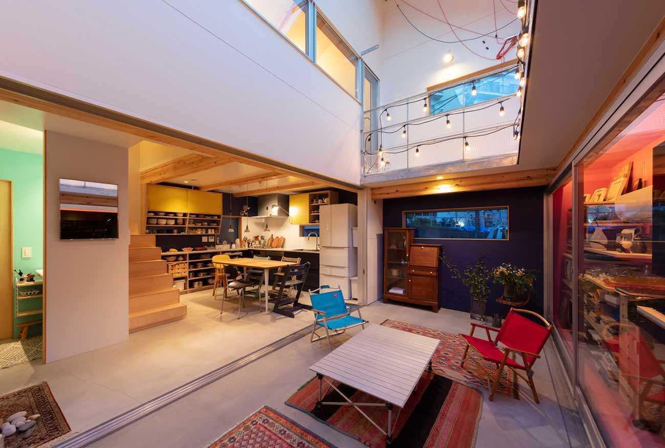 Desain interior ruang keluarga karya and Yoshitaka Suzuki Associates, via archdaily.com