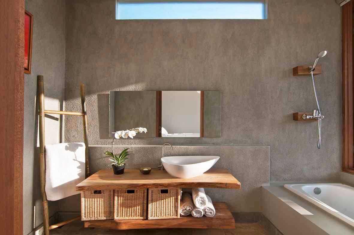 Tanaman anggrek di kamar mandi karya Erwin Kusuma via arsitag.com