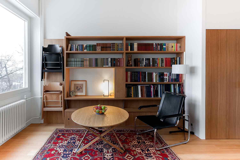Karpet dengan warna cerah sebagai pemanis ruangan karya studio Bazi, via organized-home.com