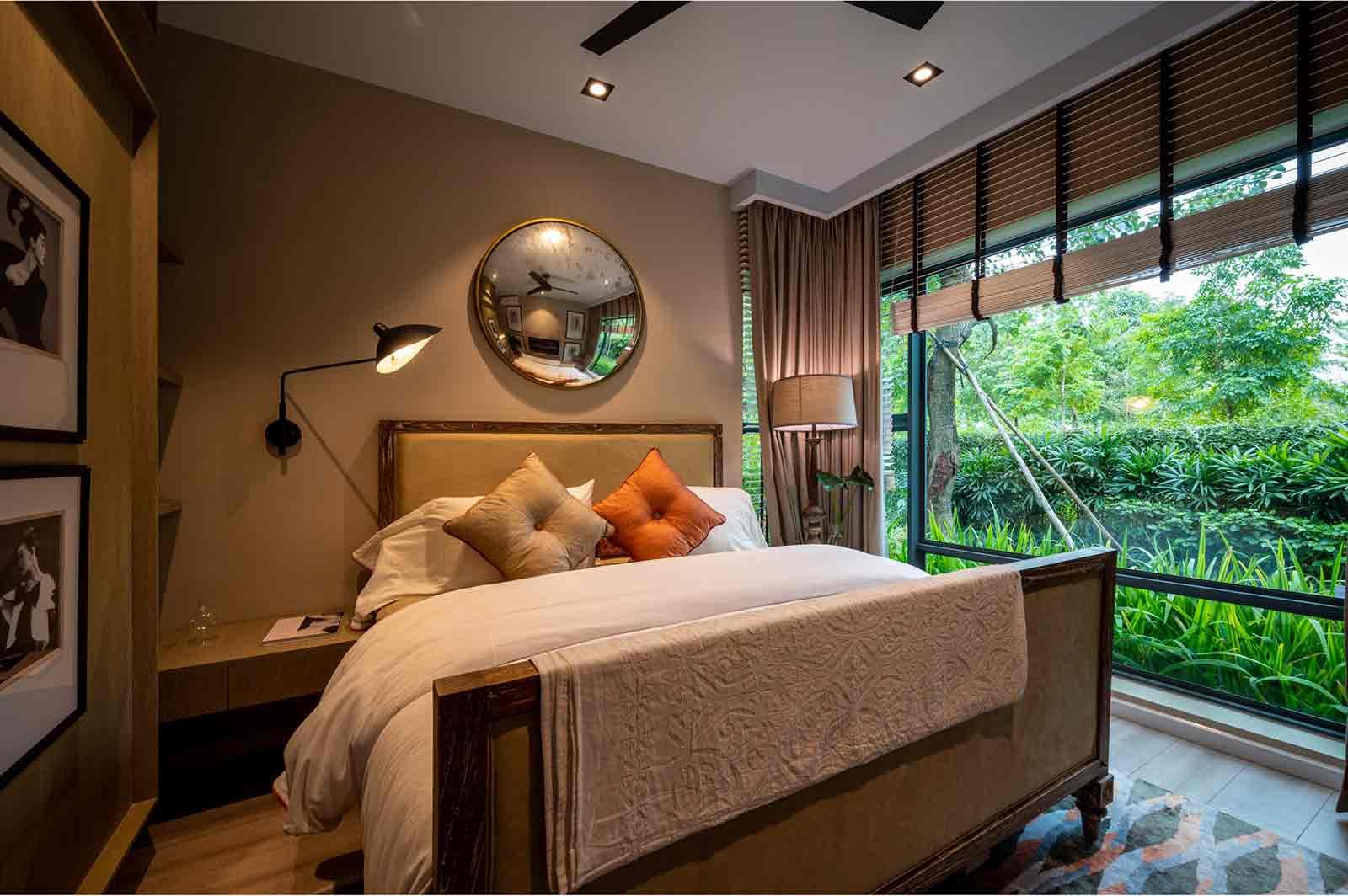 Kamar tidur dengan tone warna cokelat, foto oleh Huy Nguyen, via unsplash.com