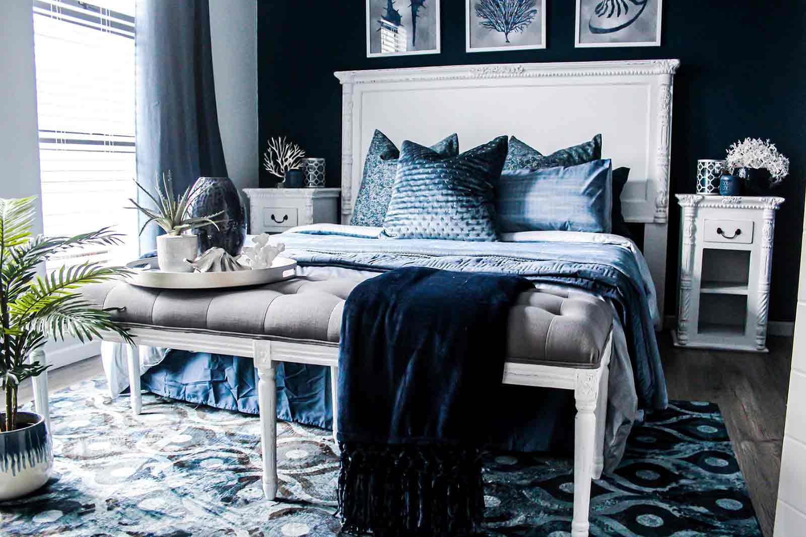 Dekorasi kamar tidur dengan aneka tekstur kain, foto oleh Devon Janse van Rensburg, via unsplash.com