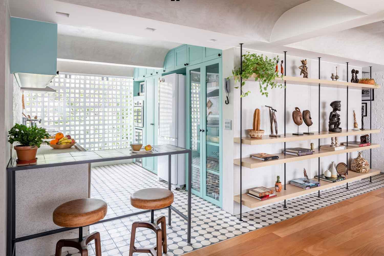 Warna pirus di seluruh penjuru rumah karya Semerene Arquitetura Interior, via archdaily.com