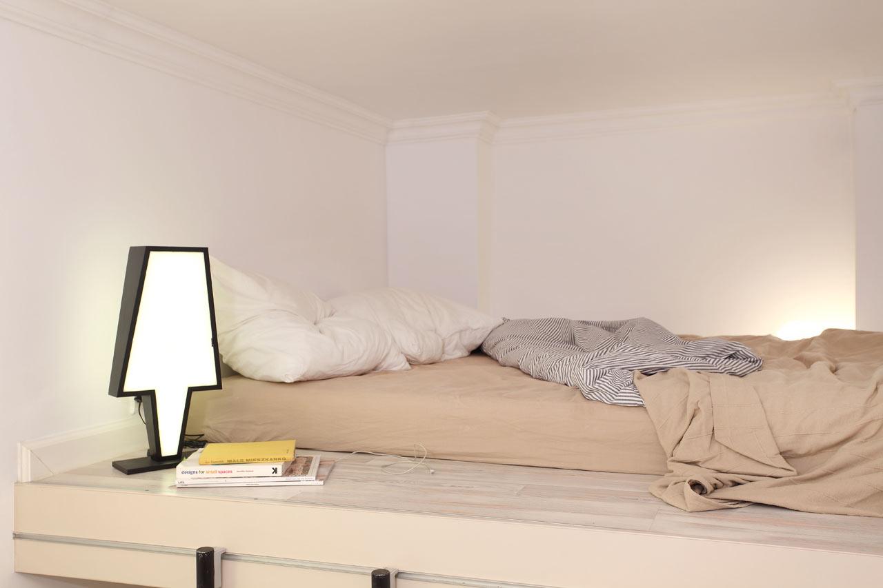 Kamar tidur di loft yang simpel, minimalis, dan nyaman karya Syzymon Hanczar, via design-milk.com