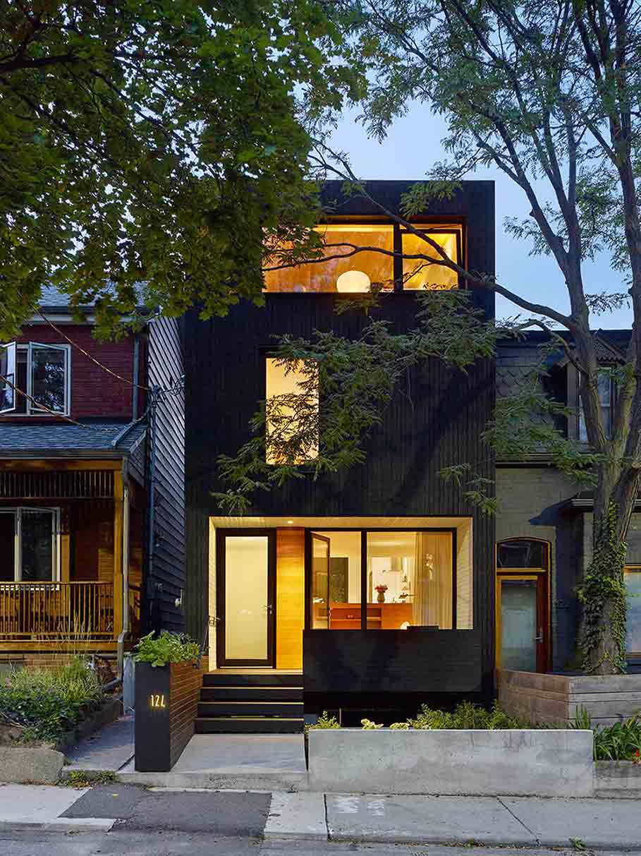 Fasad rumah minimalis di Toronto karya Great Lake Studio, via design-milk.com