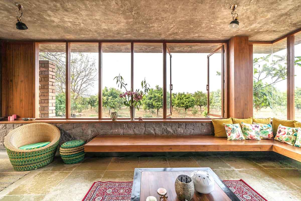 Ruang tamu seolah menyatu dengan alam, karya Studio Inscape, via archdaily.com