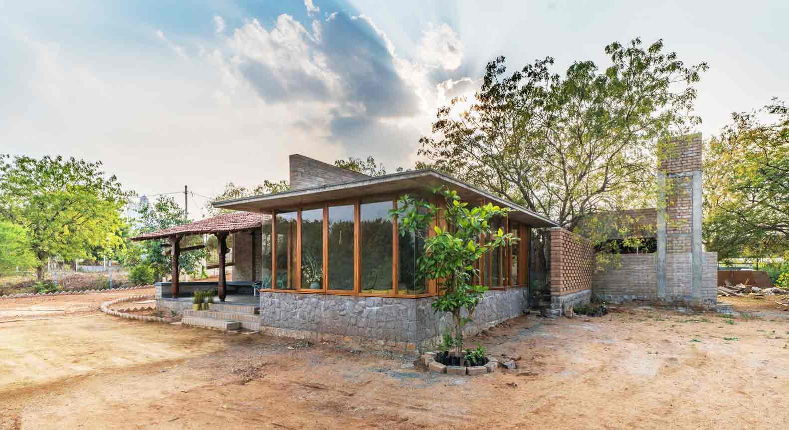 Material alami rumah karya Studio Inscape, via archdaily.com