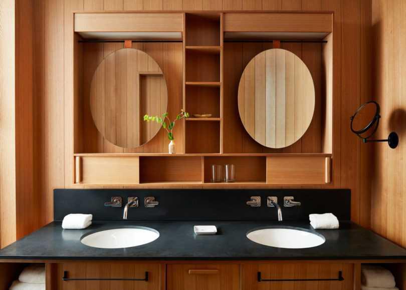 Elemen kayu dalam desain kamar mandi hotel karya Kengo Kuma, via design-milk.com