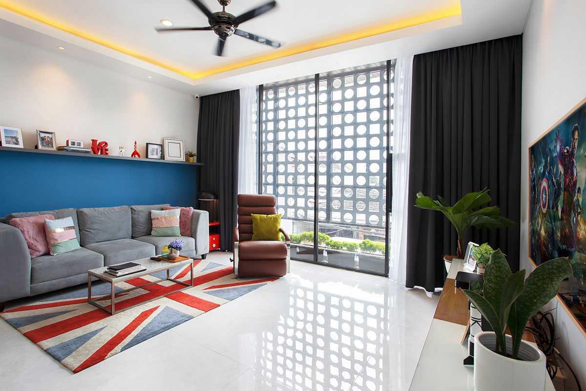 Sentuhan etnik dari negara lain di ruang keluarga Karya Vindo Design, via arsitag.com