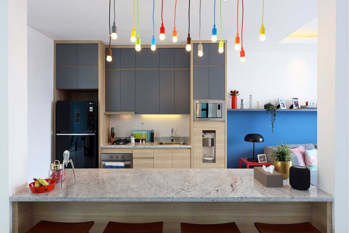 Desain dapur colorful karya vindo design, via arsitag.com