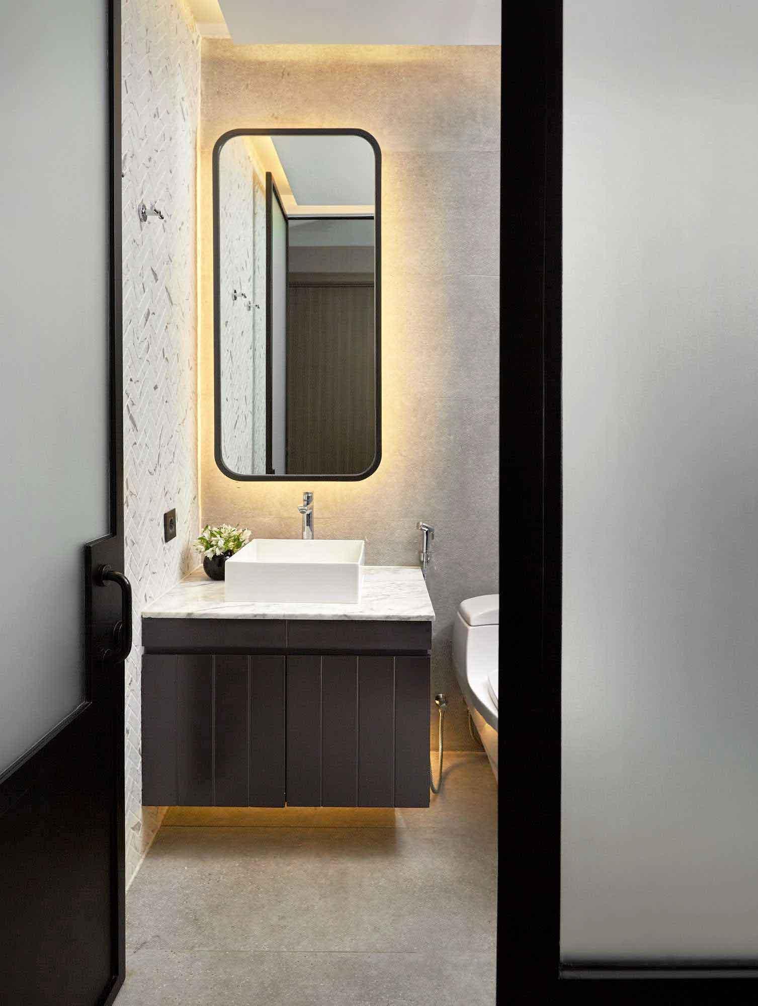 Kombinasi warna hitam putih dengan permainan tekstur pada setiap sisi ruangan, karya Hello Embryo, via arsitag.com