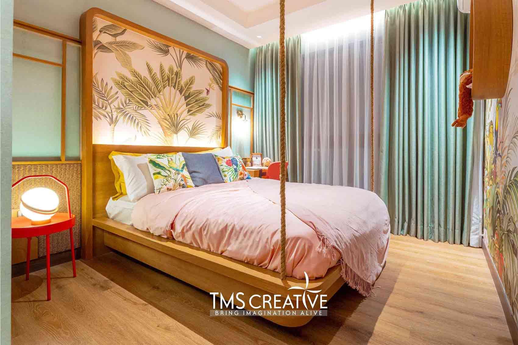 Desain kamar tidur dengan lantai kayu karya TMS Creative, via arsitag.com