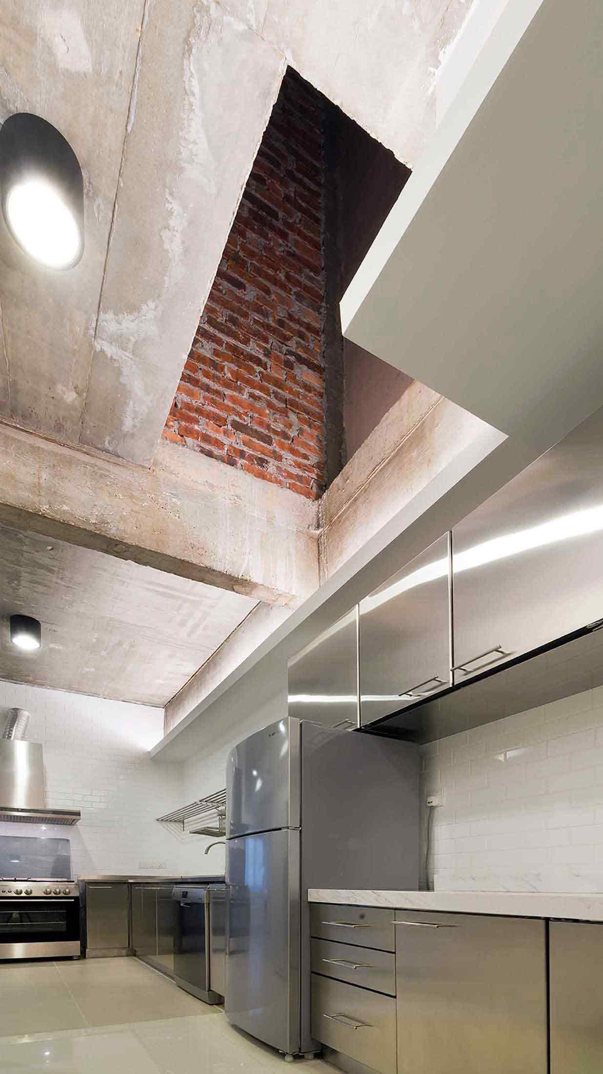 Pendekatan unik dalam pembuatan built-in ventilation, karya PT Adf, via arsitag.com