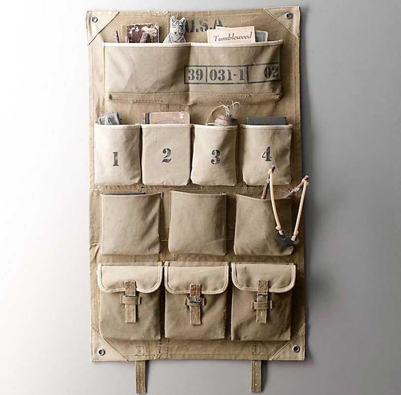 Tempat penyimpanan bahan kanvas yang super keren dengan tema militer, via organized-home.com