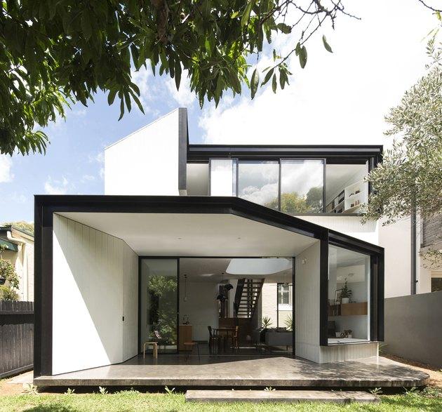 Desain jendela karya Christopher Polly Architect, via hunker.com