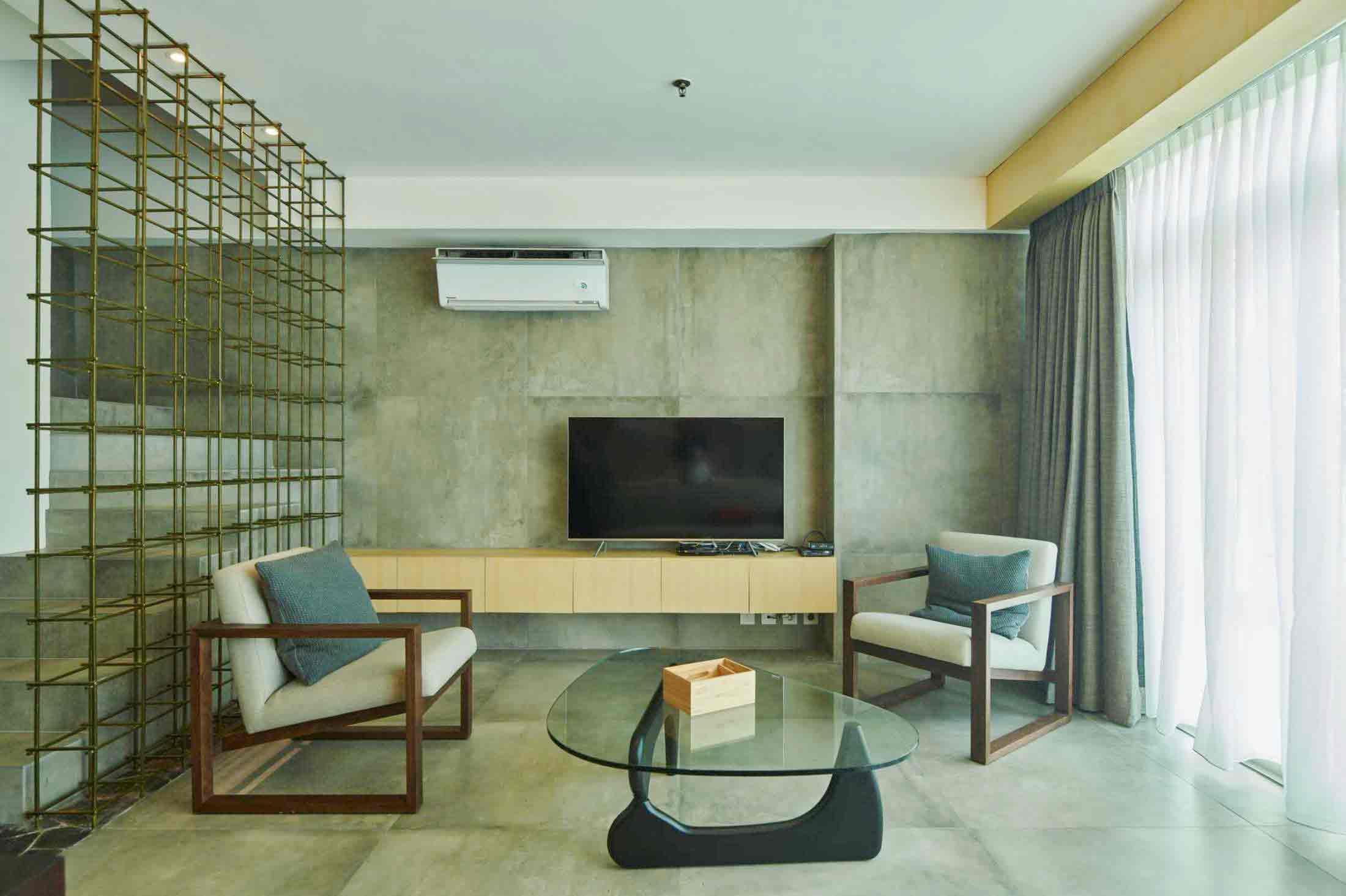 Material beton ekspos untuk dinding dan lantai, karya Hadivincent Architects, via arsitag.com