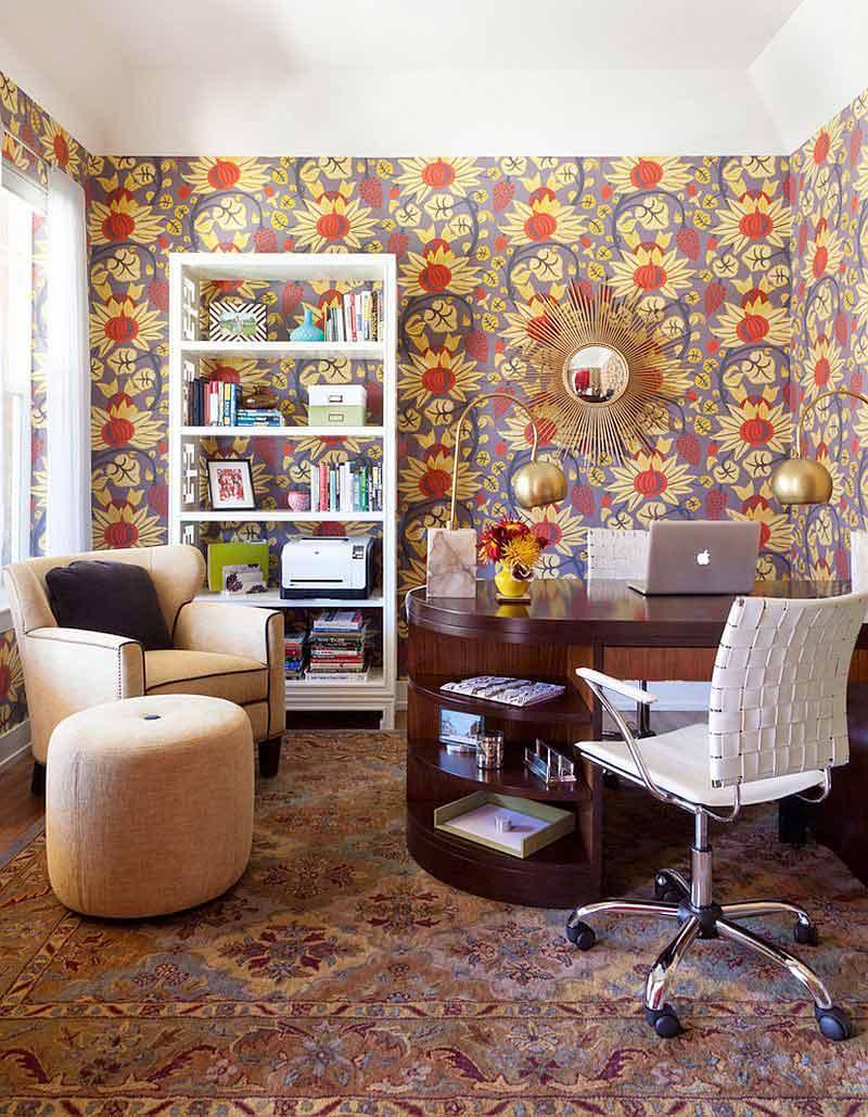 Wallpaper bunga warna ceria untuk membuat suasana kerja semakin bersemangat, via decoist.com