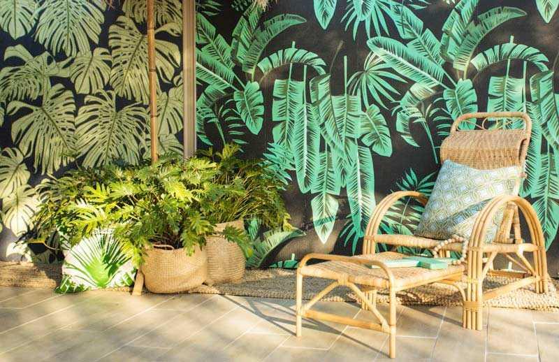Wallpaper juga bisa digunakan untuk keperluan dekorasi outdoor, via affordabledecorators.com.au