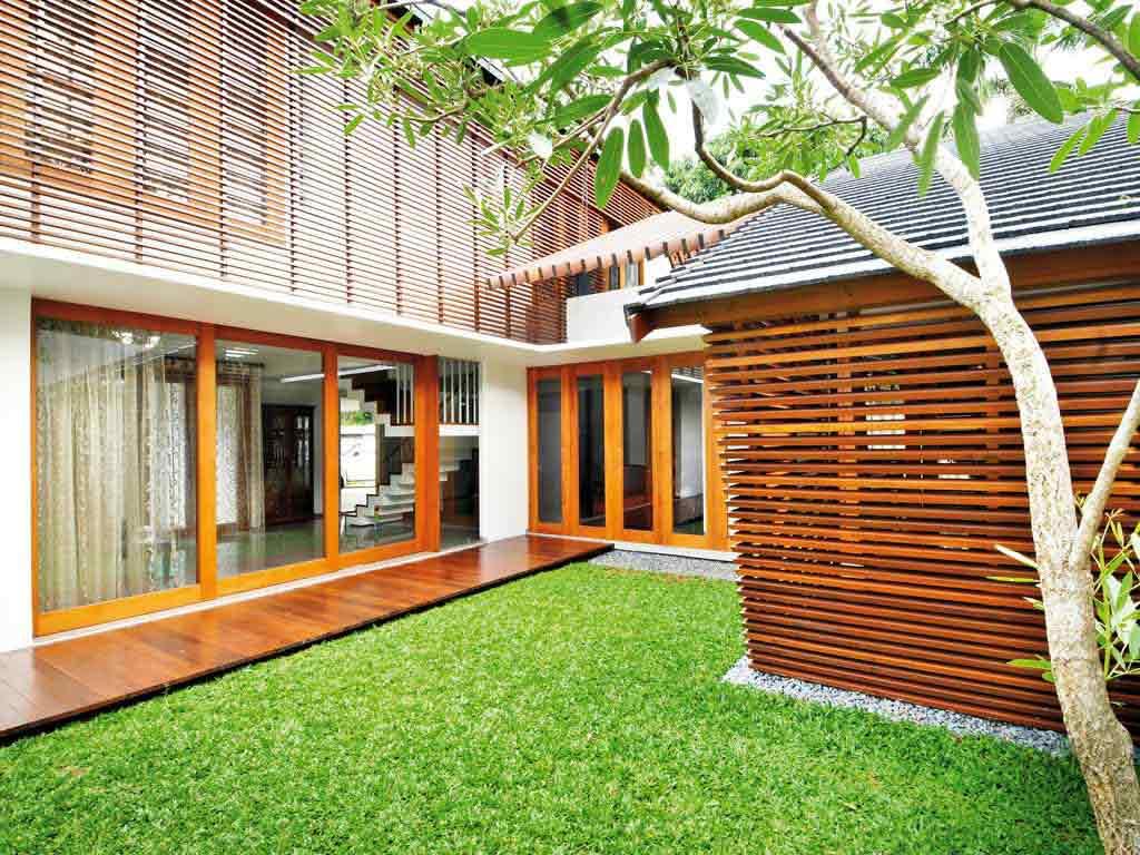 Kisi-kisi kayu untuk pembatas balkon, via alamekamandiri.wordpress.com
