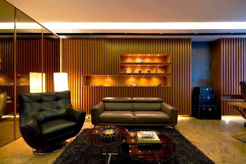 Karpet bulu tebal warna hitam di ruang kantor karya Teddykoo, via Arsitag.com