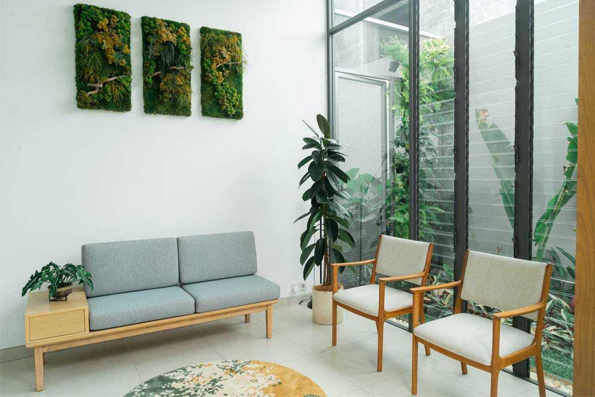 Bermacam-macam tanaman dalam ruangan, desain Interior karya Miveworks, via arsitag.com