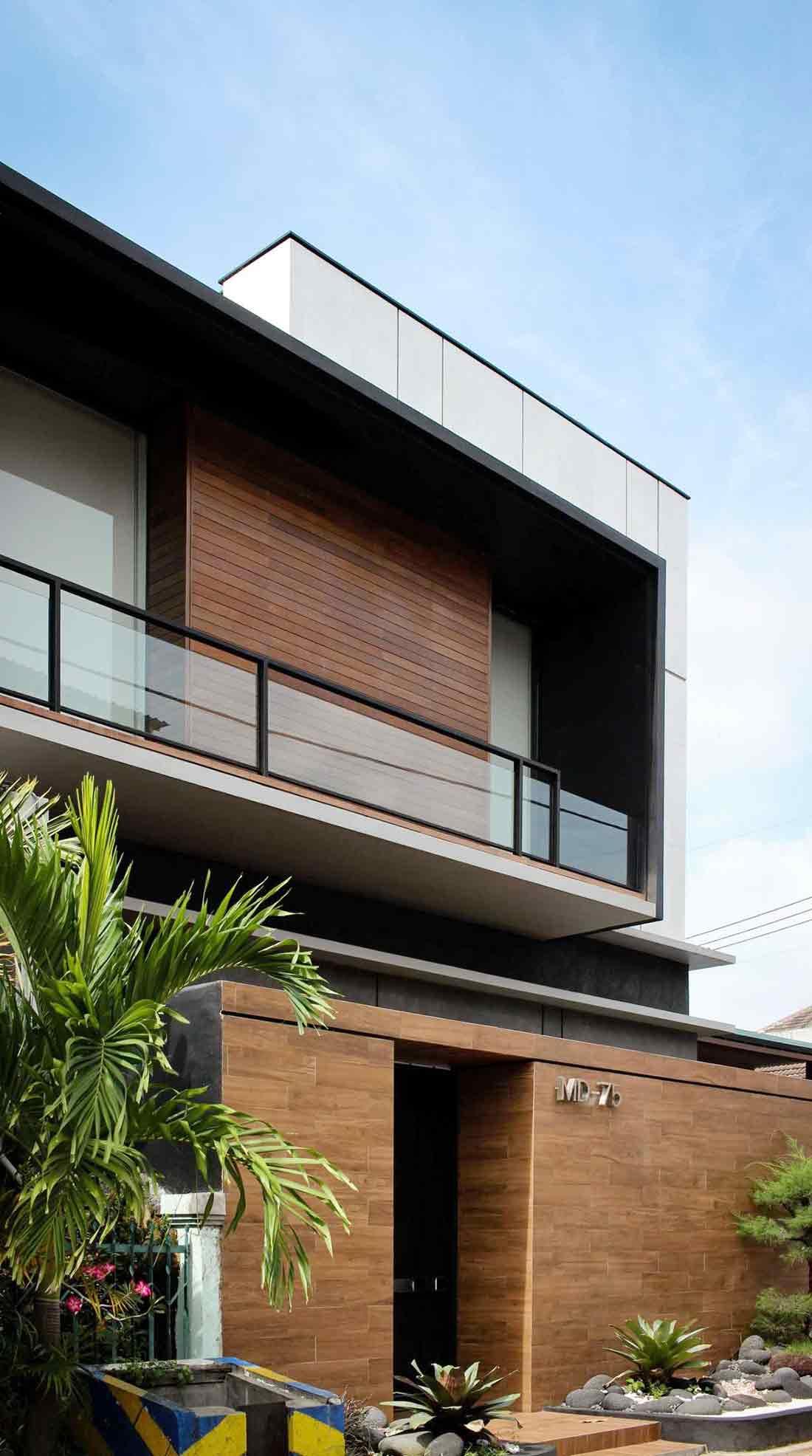 Tampilan eksterior projek J House, karya YO Design Architect, via arsitag.com