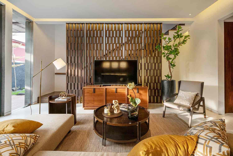 Suasana ruang keluarga di projek J House, karya YO Design Architect, via arsitag.com