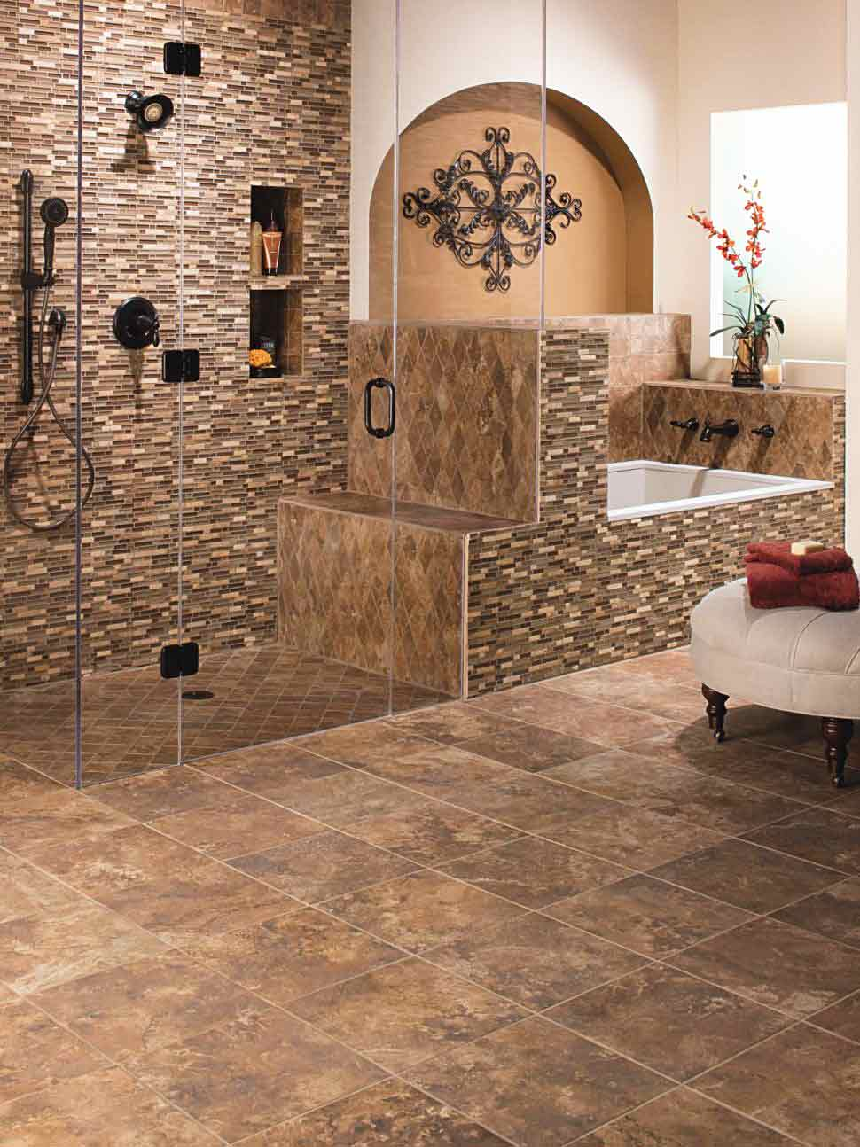 Penggunaan keramik bertekstur pada lantai dan dinding kamar mandi, via dreamascream.com