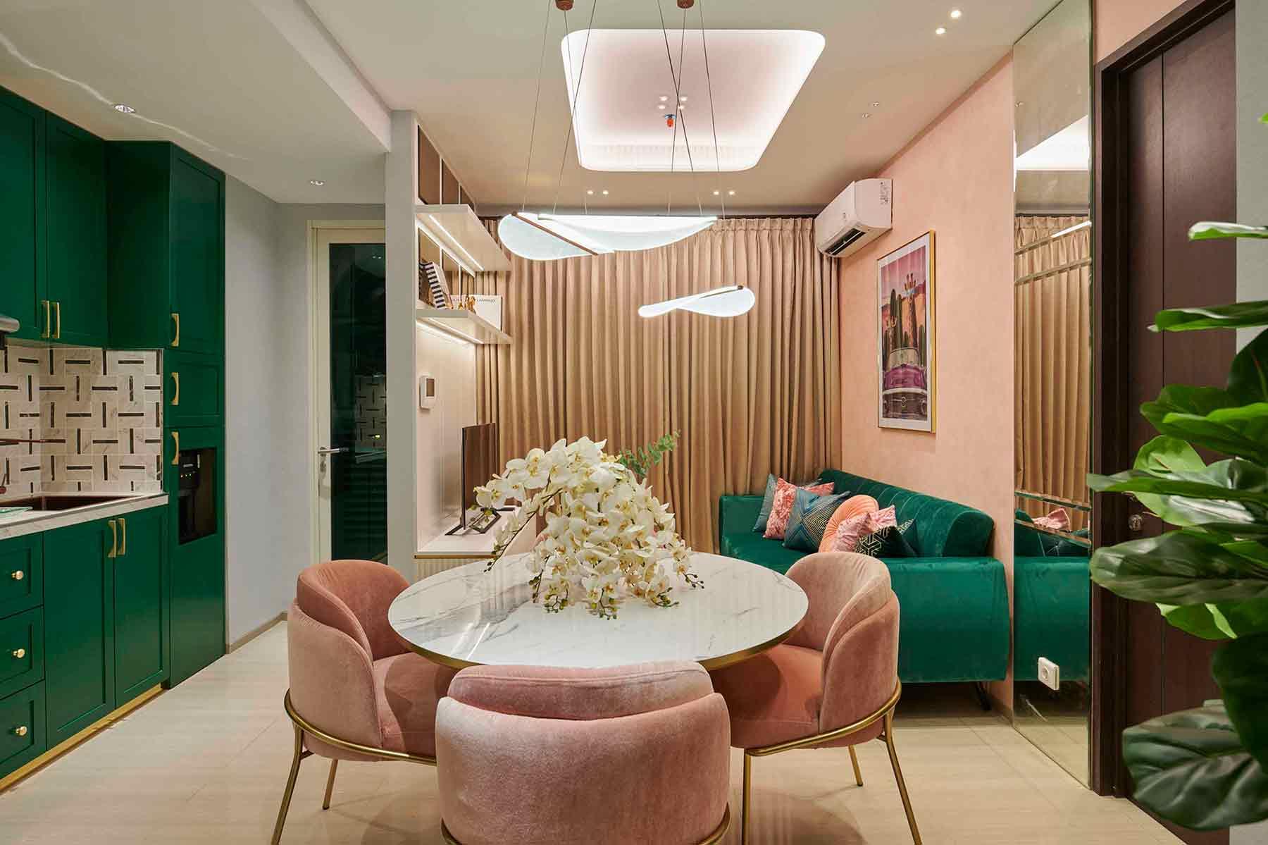 Desain interior dengan sentuhan warna hijau, karya Studio Kuskus, via arsitag.com