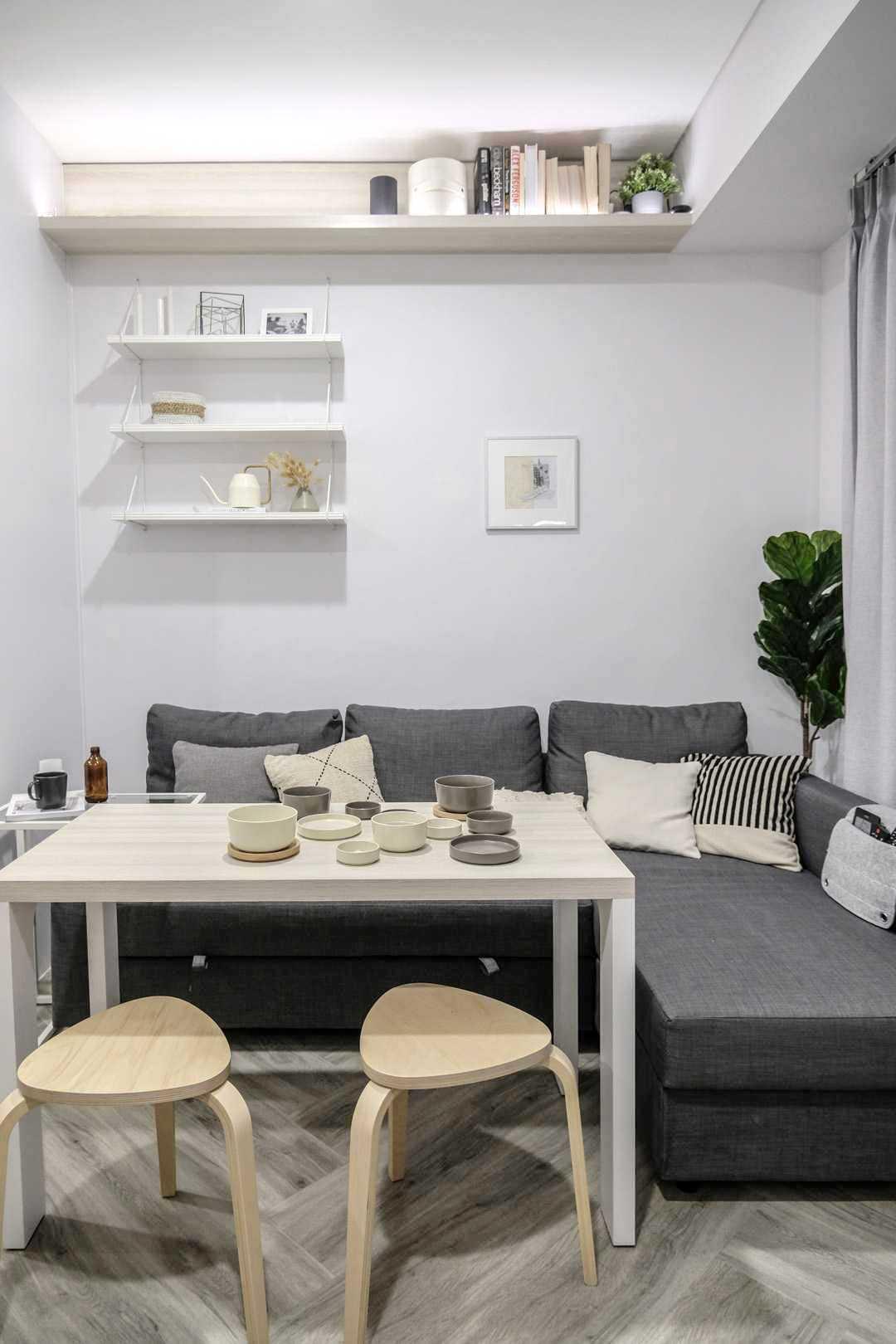 Meja geser yang hemat tempat plus ragam rak untuk area penyimpanan, karya Co+In Collaborative Lab, via arsitag.com
