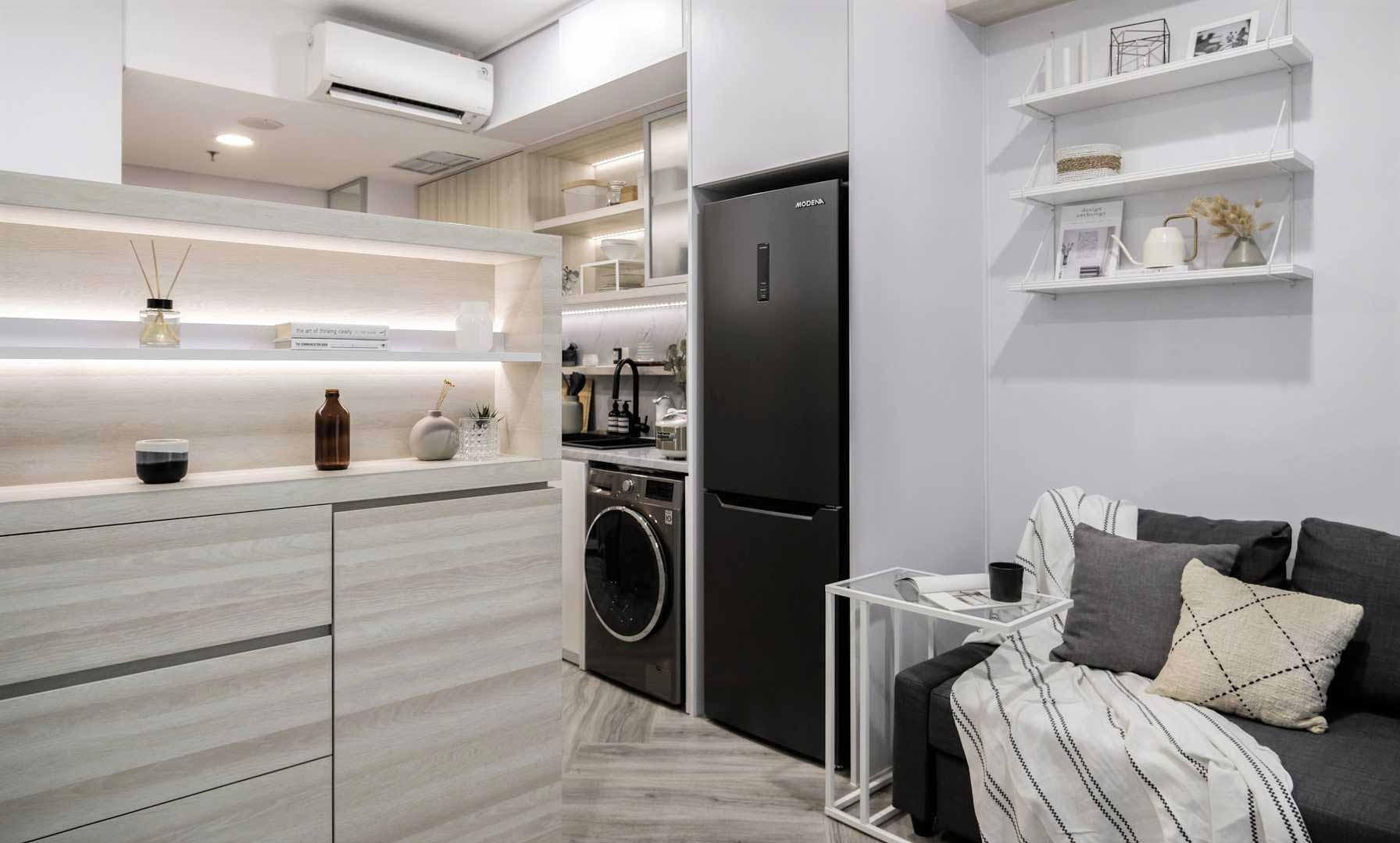 Full kitchen yang dilengkapi dengan peralatan modern, karya Co+In Collaborative Lab, via arsitag.com