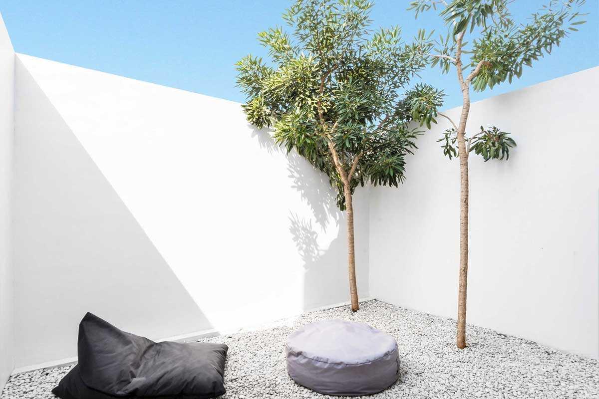 Taman kering dan pohon minimalis, karya DForm, via arsitag.com