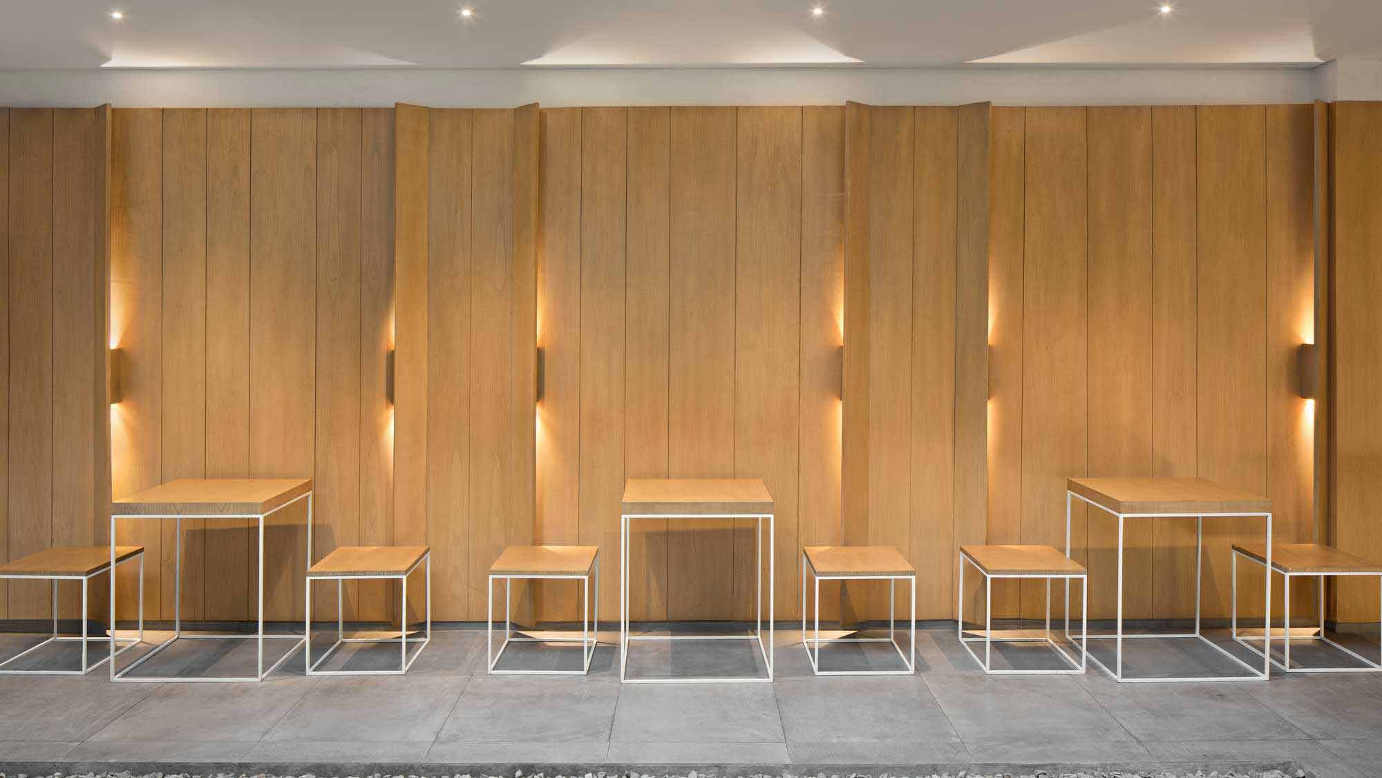 Teknik pencahayaan yang apik, kafe karya PT. Adf, via arsitag.com